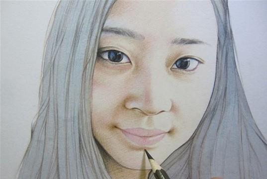 彩铅人物画,介于素描和色彩之间的绘画!